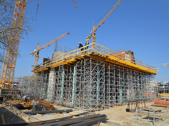 The simple and efficient way to create formwork with the PASCHAL Deck system and here using the TG 60 shoring system.