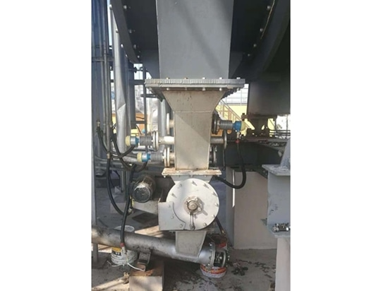 Fig.1 A sludge discharging device