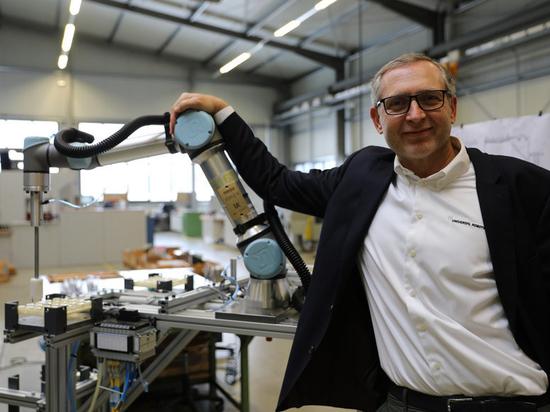 Jurgen von Hollen, president of Universal Robots, delivers 50,000th cobot.