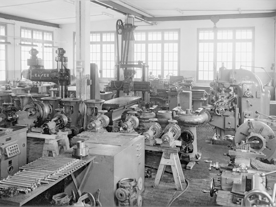 Work shop of the joung pump manufacturer Egger in the early 50s