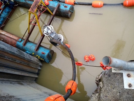 Dam dredging in Colombia