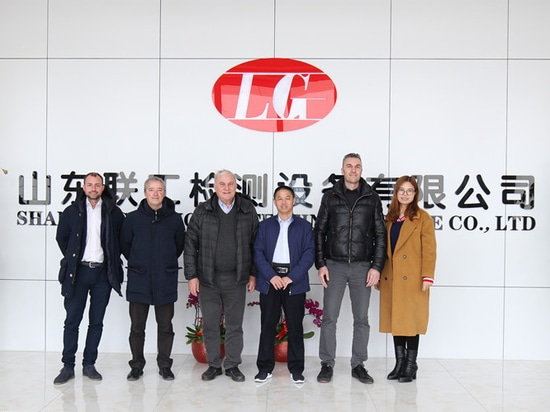 Italian customers came to Liangong company to check the equipment