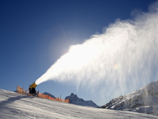 FILTERS AND NOZZLES FOR ARTIFICIAL SNOW PLANTS