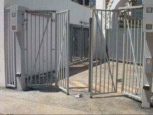 折りたたみ式門扉