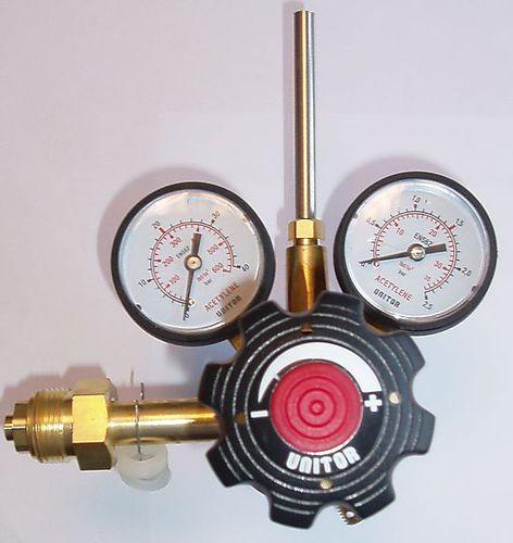 アセチレン用圧力調整器