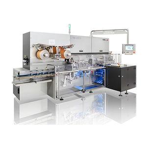 máquina embaladora com filme dobrado