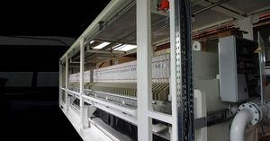 filtro-prensa com estrutura de sustentação