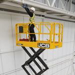 plataforma elevatória tipo tesoura móvel / para ambientes internos e externos / elétrica